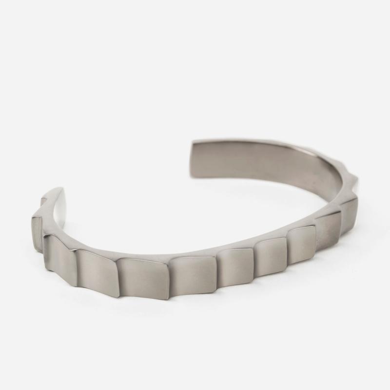 Level Cuff - Metallic Grey